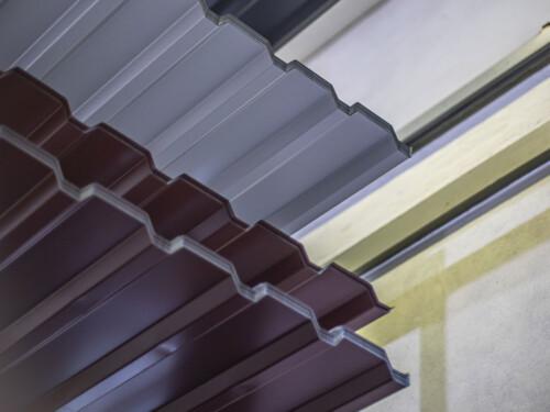 Trapezbleche für Dach in unterschiedlichen Ausführungen und Farben